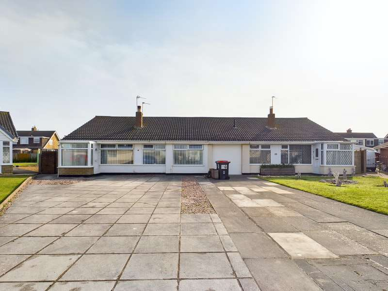 3 Bedrooms Bungalow for sale in Wraywood Court, Fleetwood, Lancashire, FY7