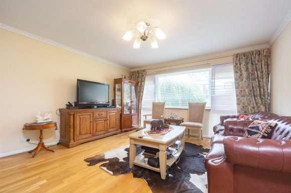 3 Bedrooms Property for sale in Bankside Close, Carshalton SM5