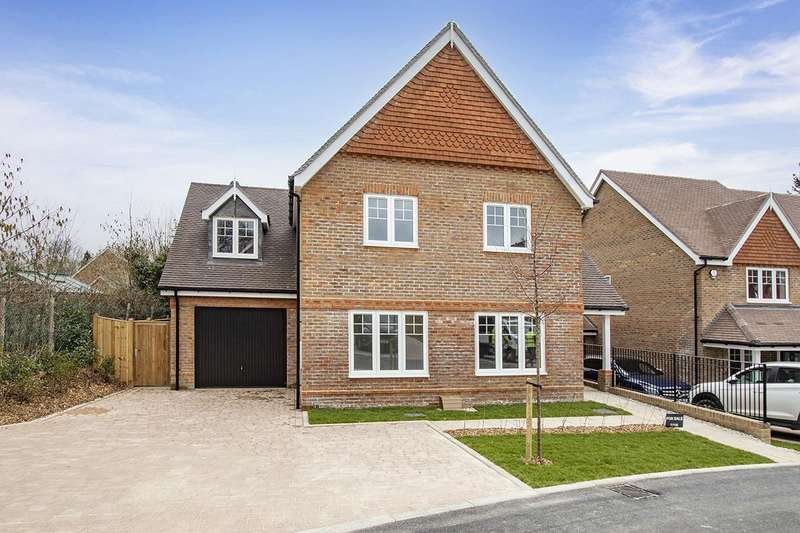 4 Bedrooms Detached House for sale in Blackness Road, Crowborough