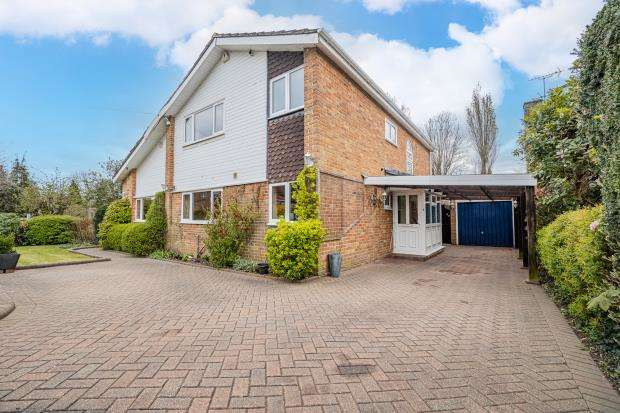 4 Bedrooms Detached House for sale in St. Peters Close, Burnham, Slough