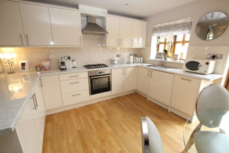 3 Bedrooms Town House for sale in Barke Street, Smithybridge