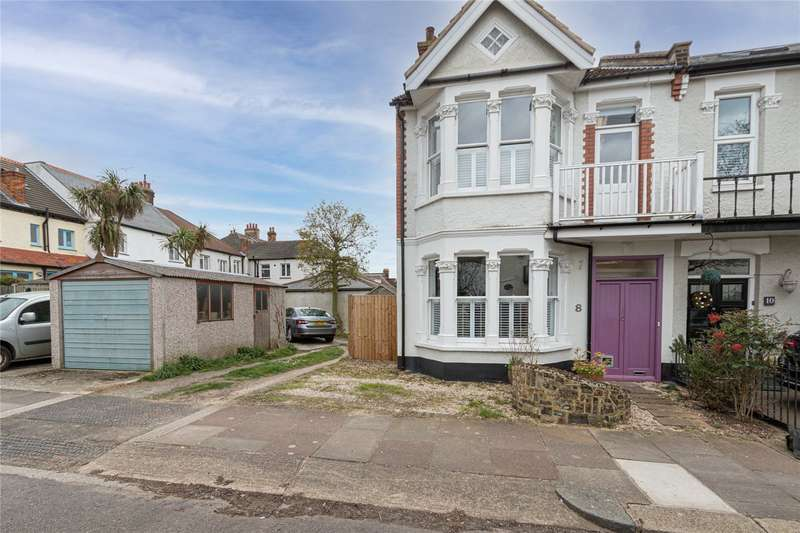 4 Bedrooms Semi Detached House for sale in Somerville Gardens, Leigh-on-Sea, SS9