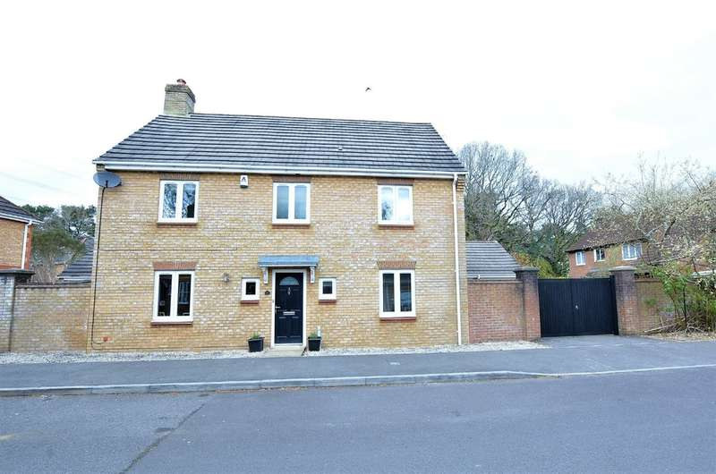 4 Bedrooms Detached House for sale in Liederbach Drive , Verwood