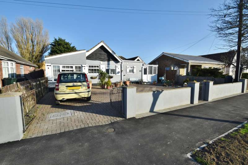 3 Bedrooms Bungalow for sale in Sunningdale Drive, Chapel St Leonards, PE24