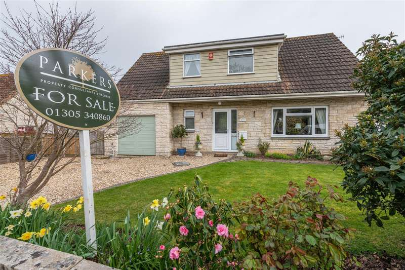 3 Bedrooms Chalet House for sale in Buxton Close, Weymouth