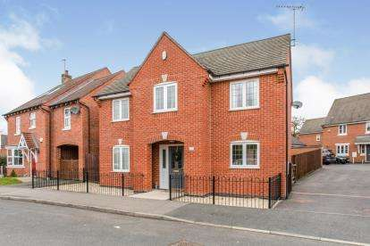 4 Bedrooms Detached House for sale in Glamorgan Way, Church Gresley, Swadlincote, Derbyshire