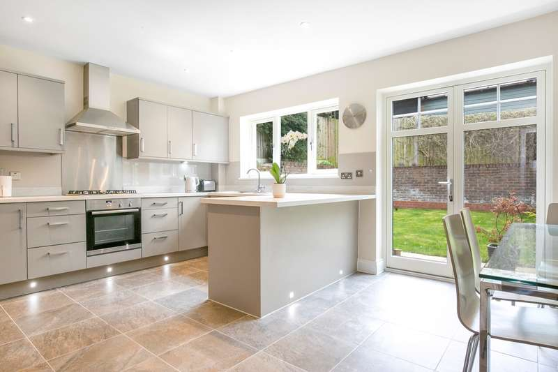 3 Bedrooms Semi Detached House for sale in Austin Corner, Royston, SG8