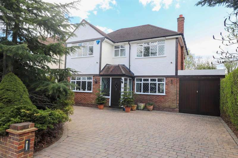 4 Bedrooms Detached House for sale in Park Avenue, Ruislip, HA4