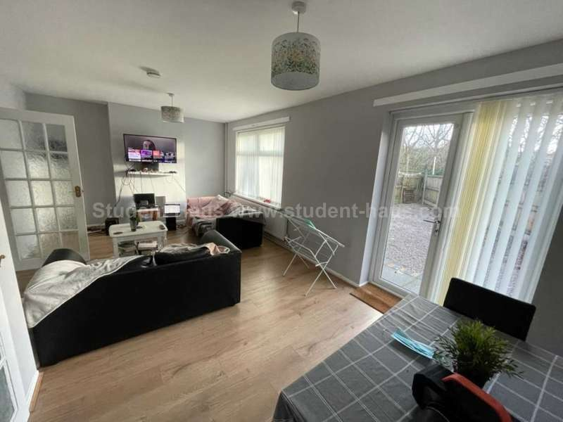 3 Bedrooms House Share for rent in Aylesbury Close, Salford, M5 4FQ
