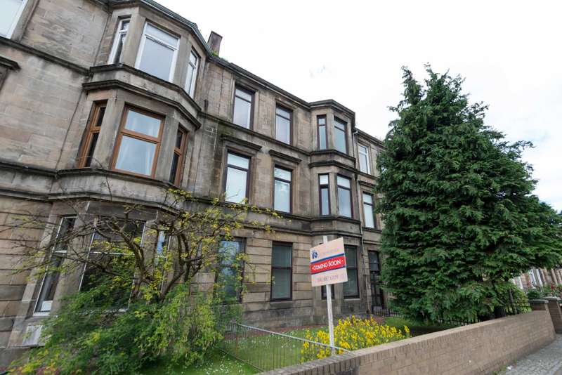 3 Bedrooms Flat for sale in Greenock Road, Paisley, PA3 2LF