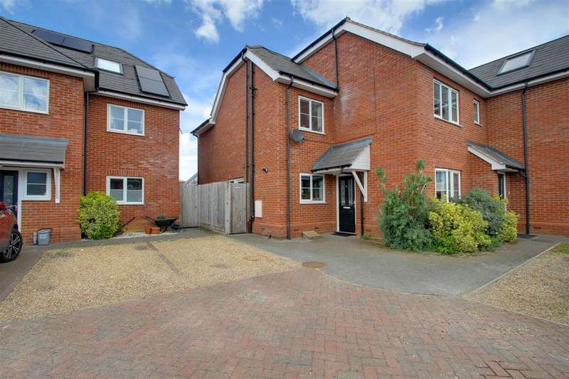 4 Bedrooms Semi Detached House for sale in Water Lane, Kings Langley