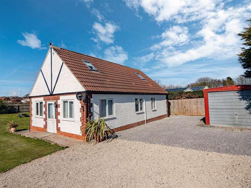 4 Bedrooms Detached House for sale in Hornsea Burton Road, Hornsea