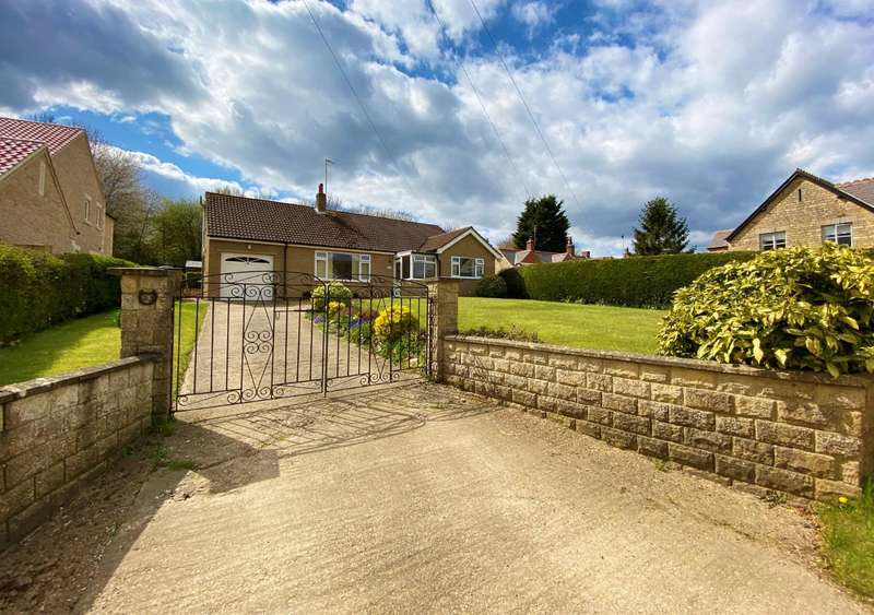 3 Bedrooms Bungalow for sale in Glen Road, Castle Bytham, Grantham