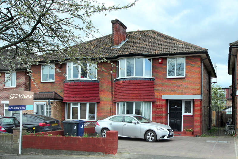 3 Bedrooms Semi Detached House for sale in Friars Way, London