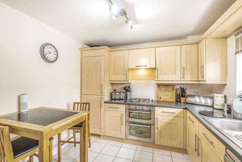 4 Bedrooms End Of Terrace House for sale in Kennet Heath, West Berkshire, RG19