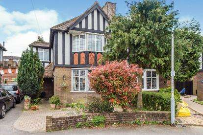 3 Bedrooms Semi Detached House for sale in Limbury Road, Luton, Bedfordshire