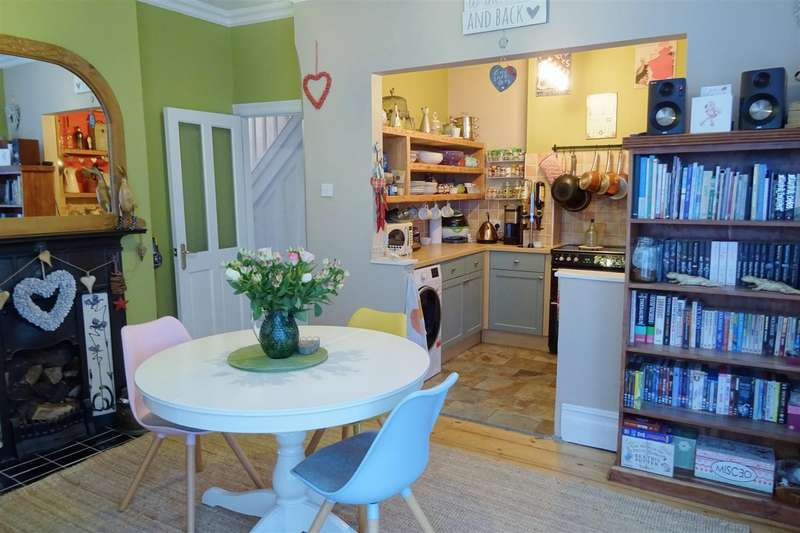 3 Bedrooms Semi Detached House for sale in Mill Hill Road, Cowes