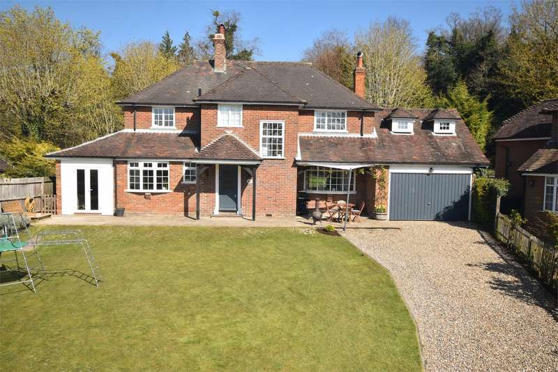 5 Bedrooms Detached House for sale in The Close, Upper Icknield Way, Halton, Buckinghamshire