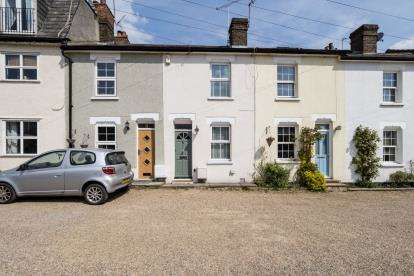 2 Bedrooms Terraced House for sale in Woodford, Green, Essex