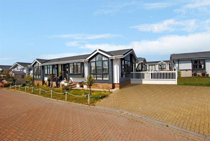2 Bedrooms Mobile Home for sale in Maple Mews, Battlesbridge, Wickford