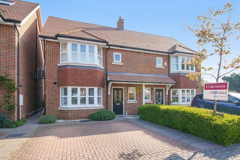 3 Bedrooms Semi Detached House for sale in Kings Gardens, Walton-On-Thames, KT12