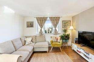 1 Bedroom Flat for sale in Ashley Crescent, Battersea, London