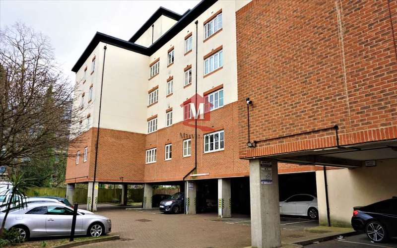 2 Bedrooms Apartment Flat for sale in Centrika, Bath Road, Slough
