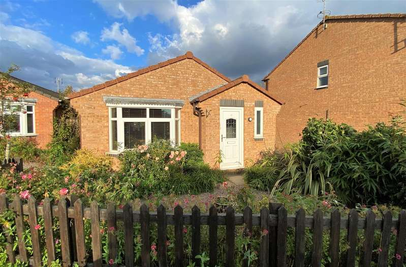 2 Bedrooms Detached Bungalow for sale in Waterloo Drive, Morton, Bourne