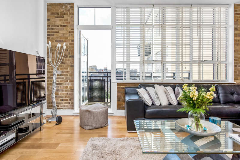 2 Bedrooms Flat for sale in Peckham Grove, Peckham, SE15