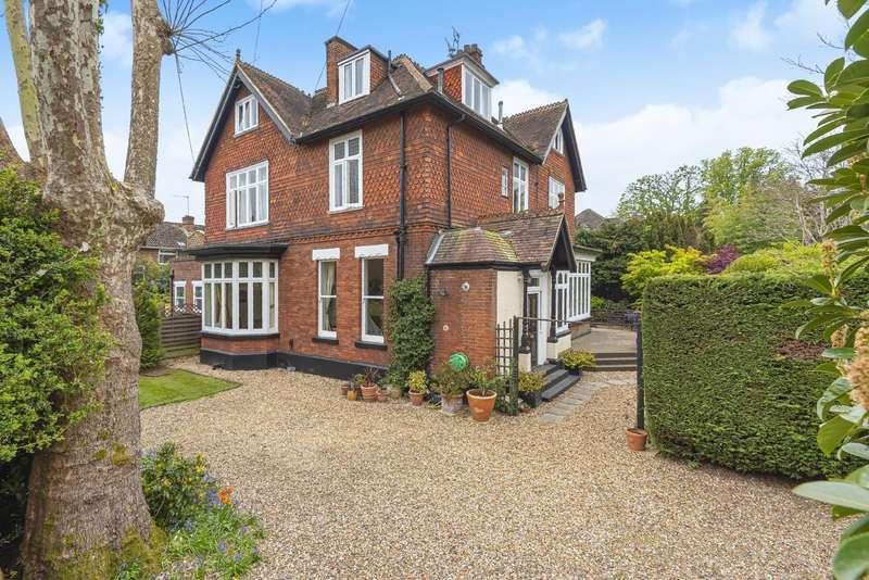 3 Bedrooms Ground Flat for sale in Cornerways, Devonshire Road, Weybridge, KT13