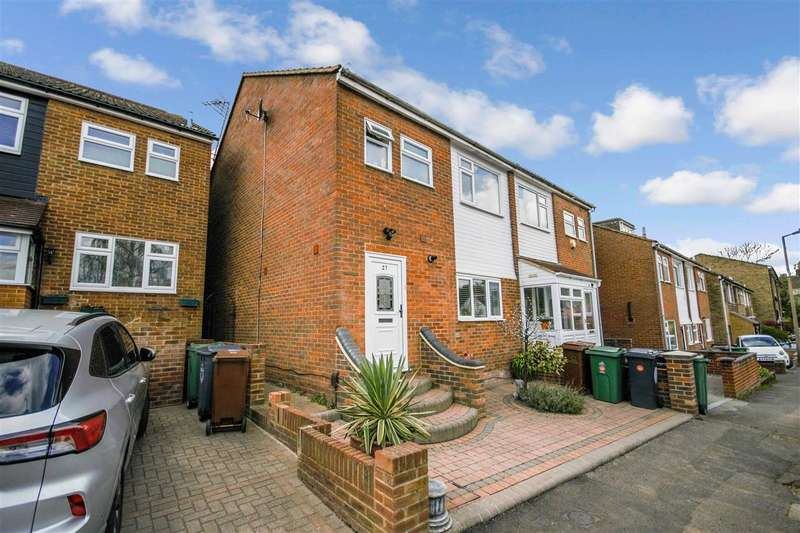 3 Bedrooms Semi Detached House for sale in Arabia Close, North Chingford