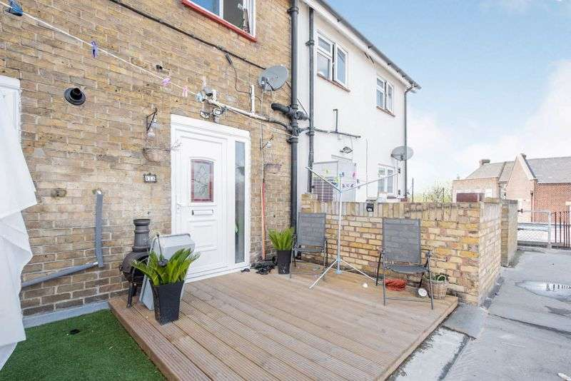 3 Bedrooms Property for sale in The Broadway, Hornchurch, RM12