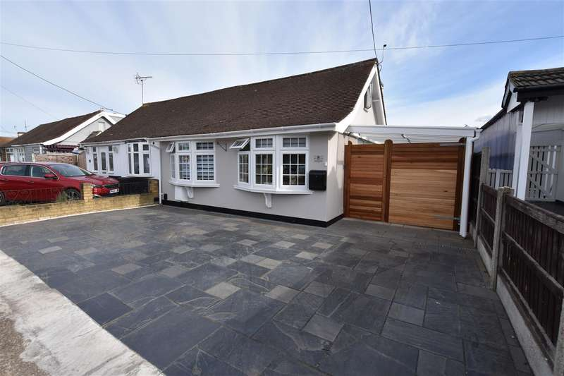 2 Bedrooms Semi Detached Bungalow for sale in Ellesmere Road, Canvey Island