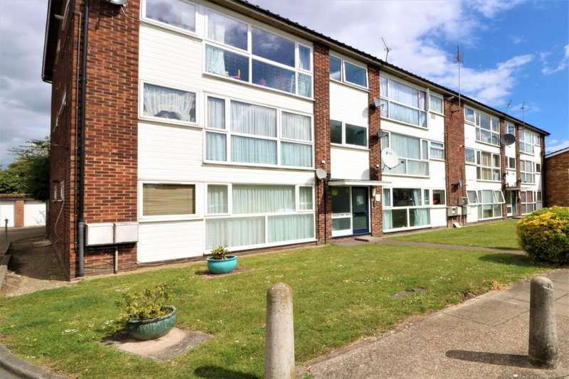 2 Bedrooms Flat for sale in St. Peters Close, Ilford, IG2
