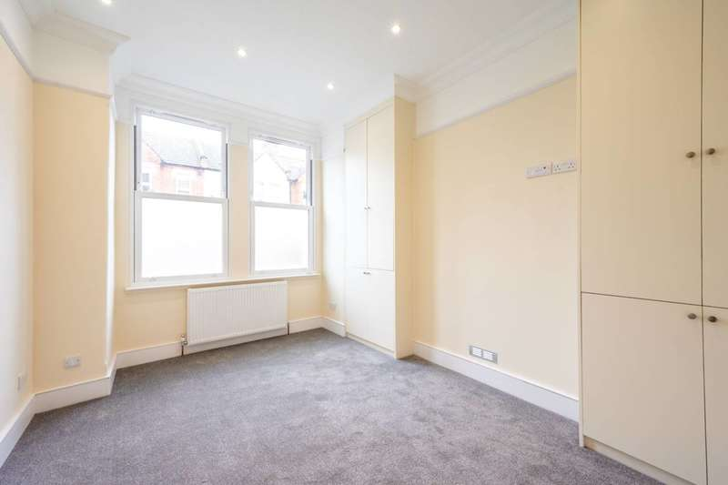 2 Bedrooms Flat for sale in Briscoe Road, Colliers Wood, SW19