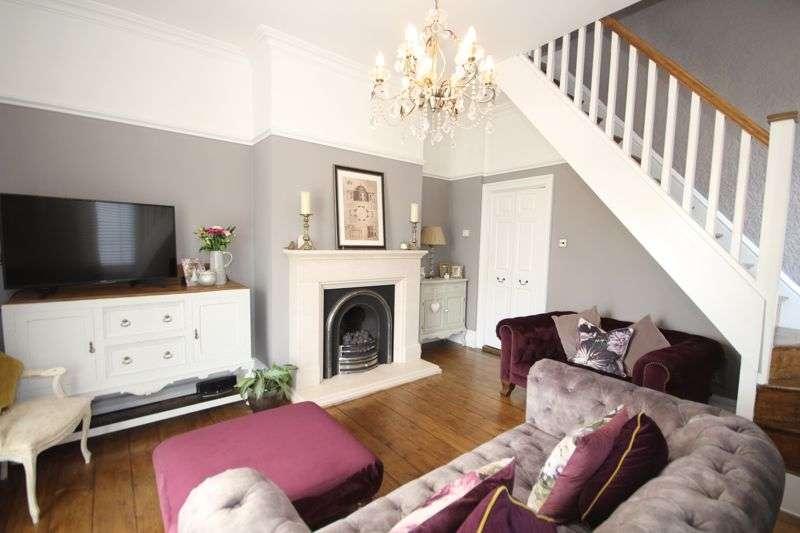 3 Bedrooms Property for sale in BURY ROAD, Oakenrod, Rochdale OL11 4EE