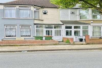 3 Bedrooms House for rent in Henniker Gardens E6 3JG
