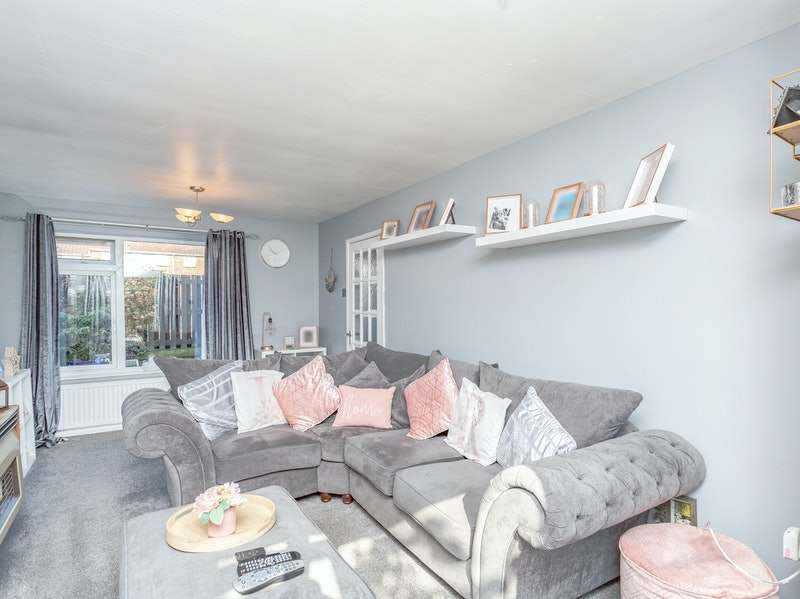 3 Bedrooms Terraced House for sale in Redmile Walk, Grantham, Lincolnshire, NG31