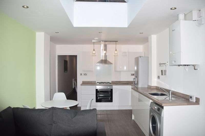 5 Bedrooms Property for rent in Daisy Road, Birmingham, B16 9ED