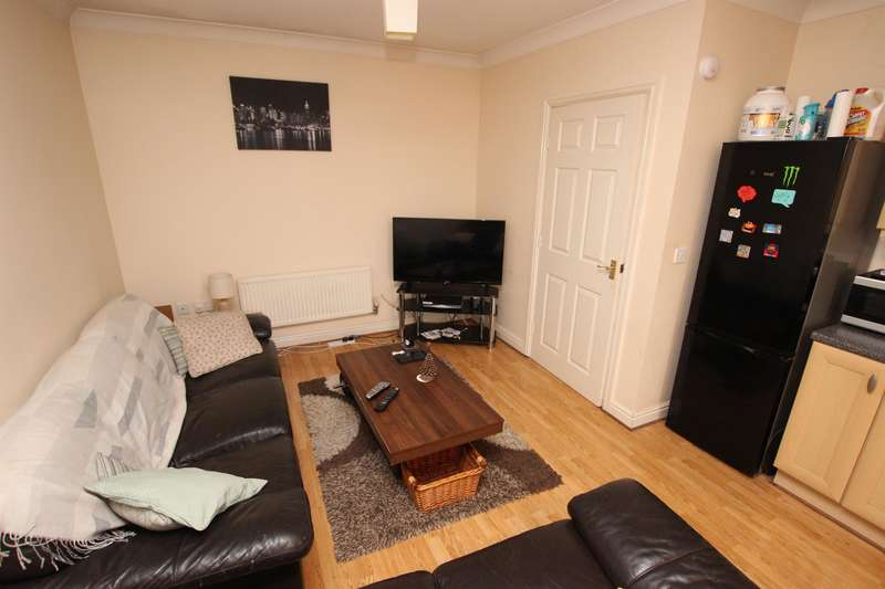 2 Bedrooms Apartment Flat for rent in Goldfinch Court, Chorley, PR7 2RG