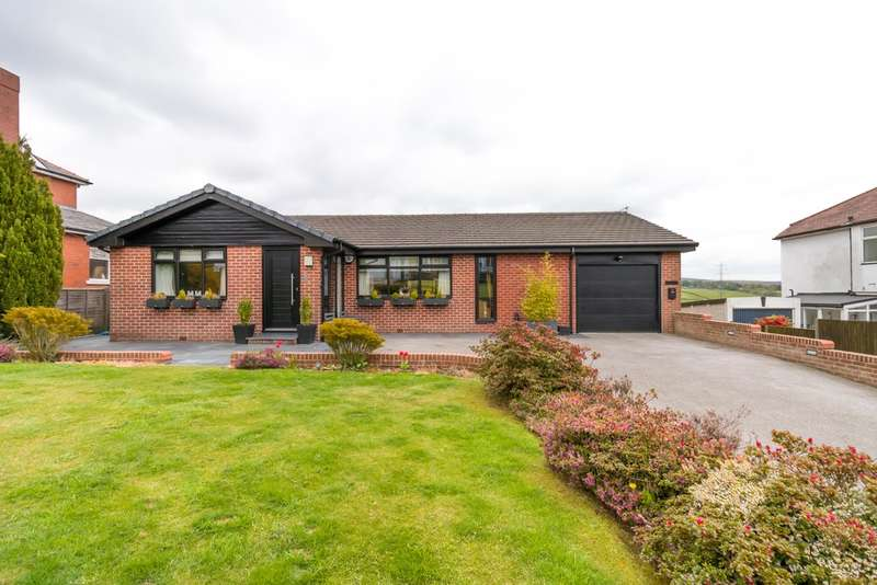 4 Bedrooms Detached House for sale in Lower Turf Lane, Scouthead, Saddleworth
