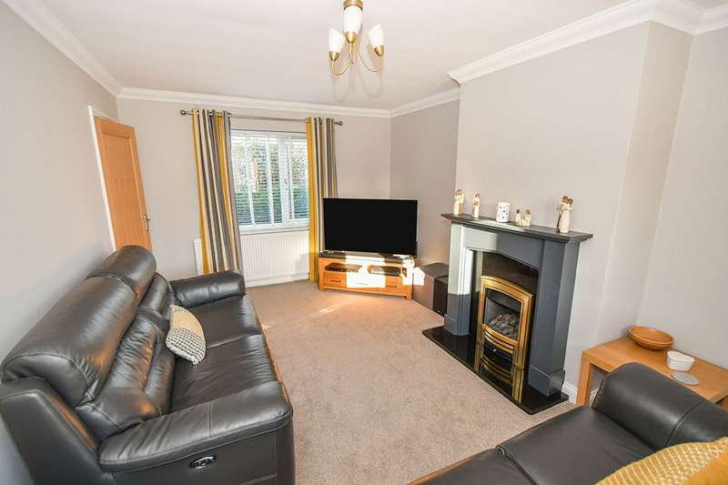 4 Bedrooms Semi Detached House for sale in Chatsworth Drive, North Hykeham, Lincoln, Lincolnshire, LN6