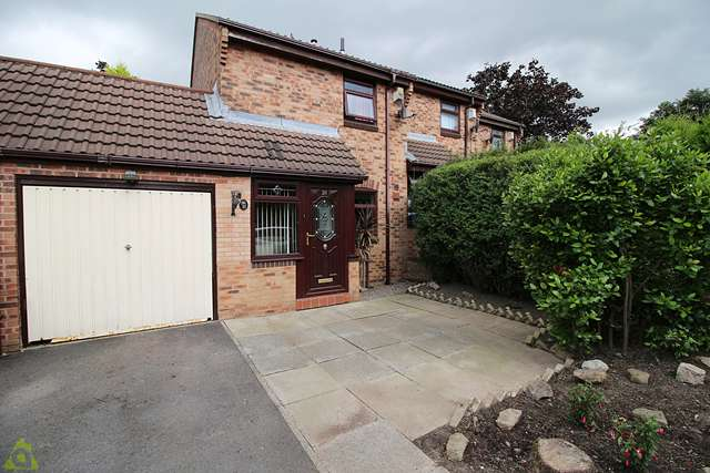 2 Bedrooms Mews House for sale in Greensmith Way, Westhoughton, BL5 3BR