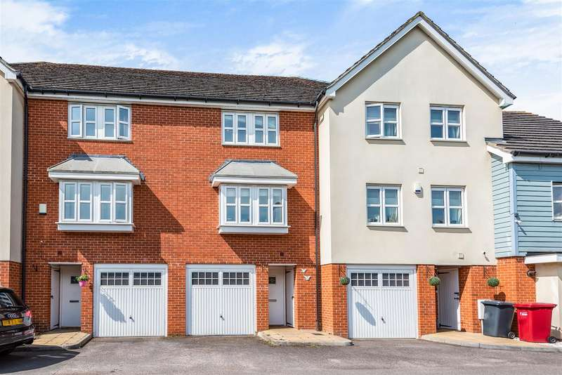 3 Bedrooms Town House for sale in Graylands Close, Cippenham