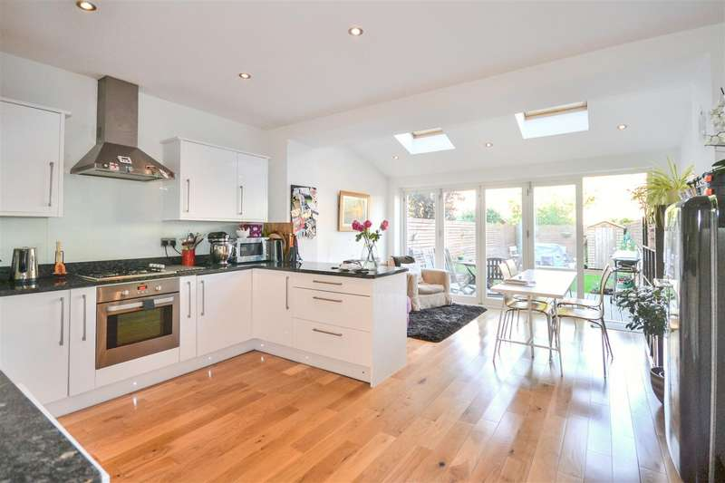 3 Bedrooms House for rent in Aston Road, Raynes Park