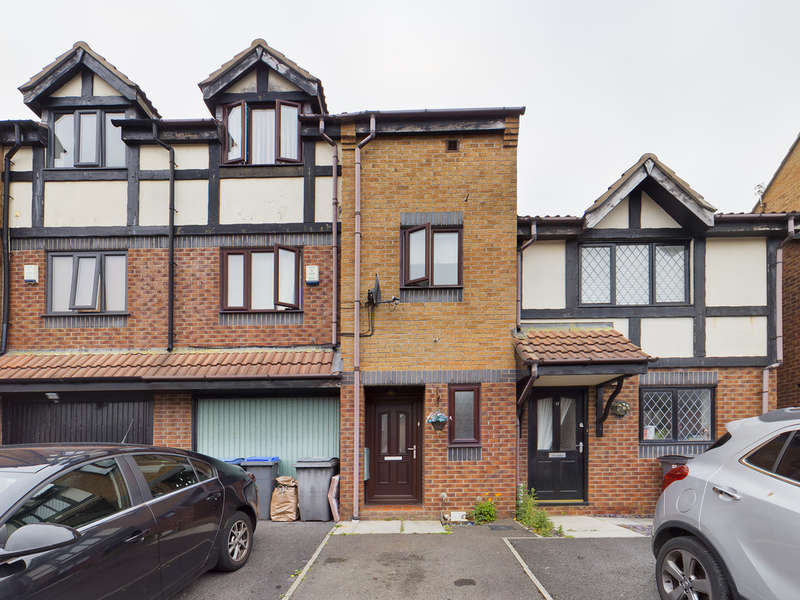 4 Bedrooms Town House for sale in Sandpiper Close, Herons Reach, Blackpool