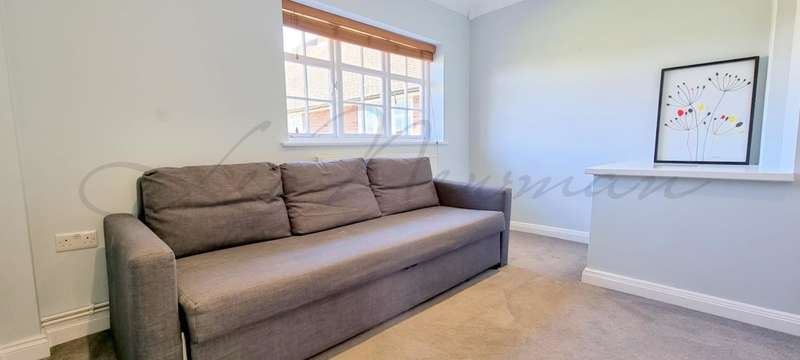 2 Bedrooms Maisonette Flat for sale in Hill Top, Hampstead Garden Suburb, NW11