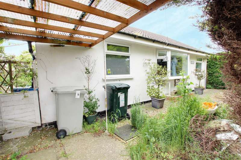 2 Bedrooms Detached Bungalow for sale in The Strand, Mablethorpe