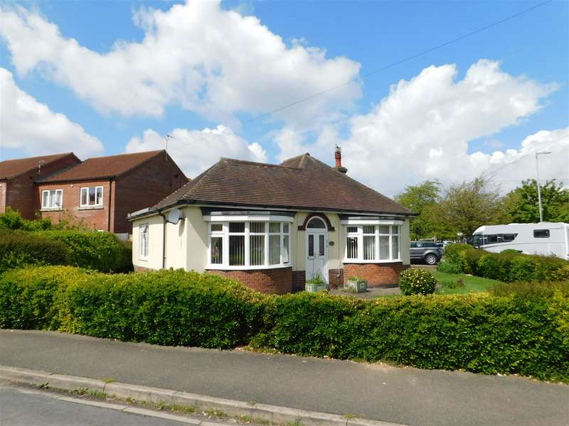 2 Bedrooms Detached Bungalow for sale in Lincoln Road, Skegness, Lincs, PE25 2DR