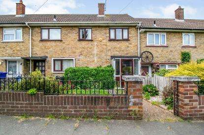 3 Bedrooms Terraced House for sale in Grays, Essex
